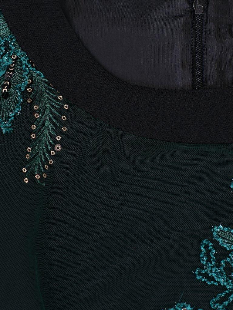 4e0464cc9a ... Elegancka sukienka z ozdobnej koronki 14553