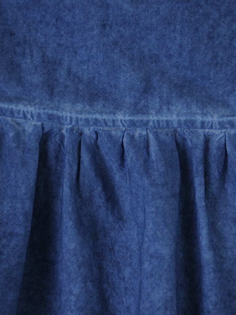 3cd6973ebd Modna Sukienka Z Dżinsowej Tkaniny 16010 Kreacja Z Ozdobną Falbaną